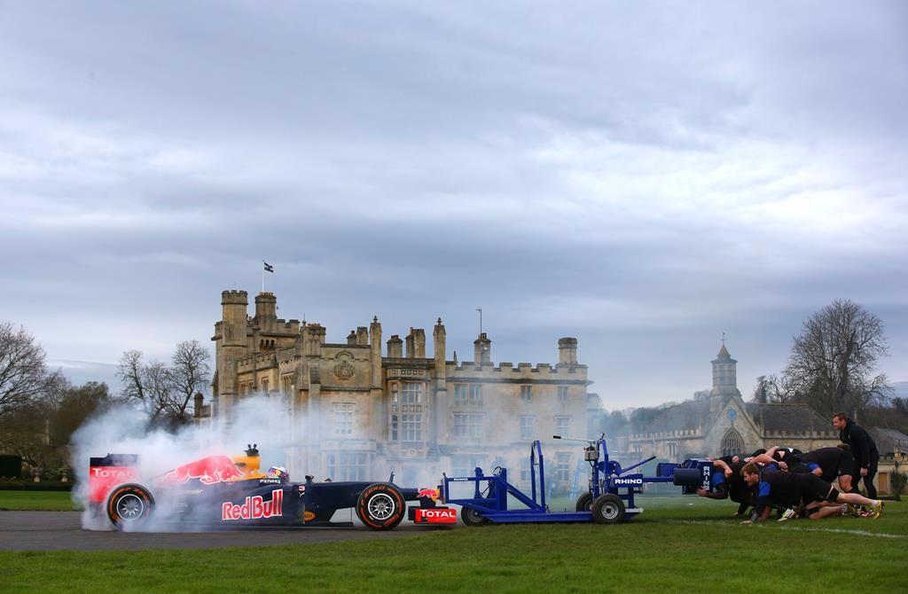 Vídeo: ¿Quién ganaría un duelo de fuerza entre un F1 y un equipo de rugby?