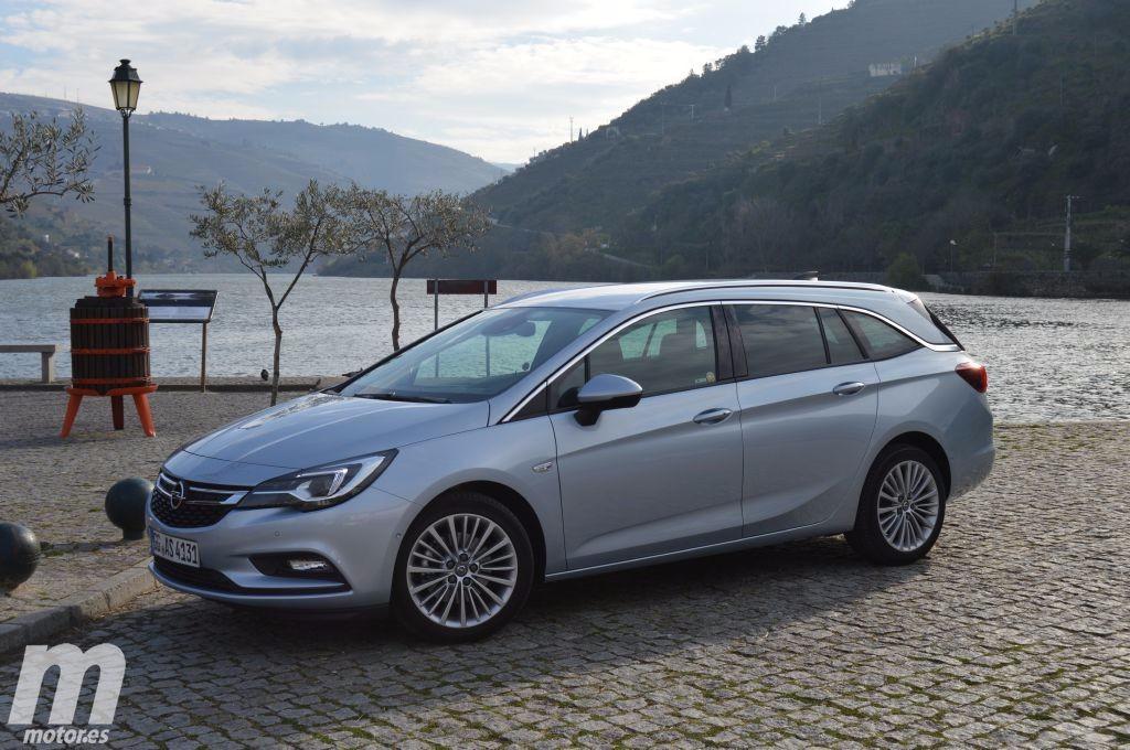 Foto Opel Astra Sports Tourer - exterior