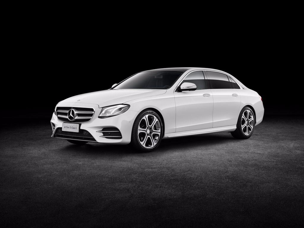 Mercedes presenta su Clase E de batalla extendida