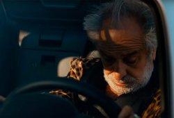 El vídeo de la pildorita azul y el Fiat 124 Spider que te levantará el ánimo