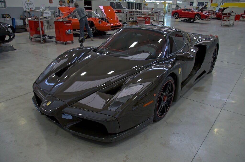 Aparece a la venta el único Ferrari Enzo con carrocería de fibra de carbono vista