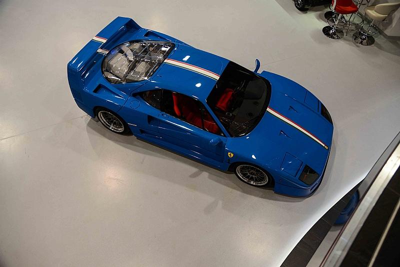 En venta un Ferrari F40 pintado de azul por Ferrari Classiche