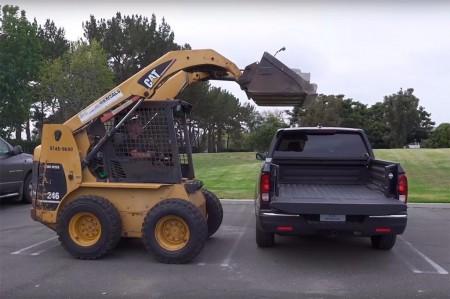 Honda envía un 'zasca' a Chevrolet demostrando la dureza de su Ridgeline