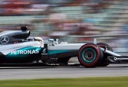 Hamilton arrasa ante el público de un pésimo Rosberg