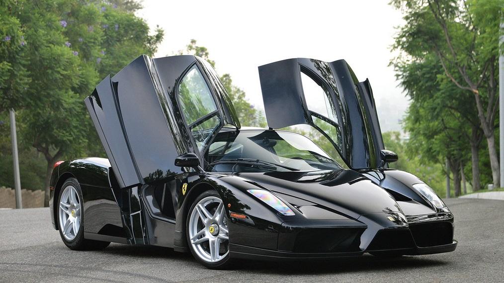 Un Ferrari Enzo suelta humo al ser subastado y aun así se vende por 2.15 millones