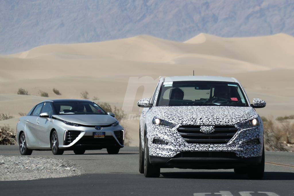 El futuro Hyundai Tucson FCEV de hidrógeno, acompañado del Toyota Mirai en su desarrollo