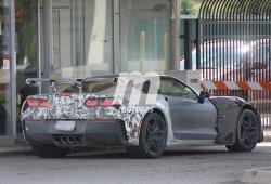 El prototipo de pruebas con el inmenso alerón del Corvette ZR1 2018 en detalle
