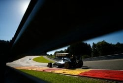 Rosberg evita la pole de Verstappen