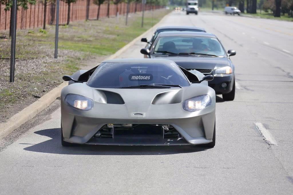 El Ford GT 2017 cazado durante las últimas pruebas con su carrocería al desnudo