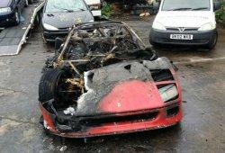 Un Ferrari F40 es pasto de las llamas tras ser restaurado por completo