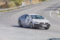 El Opel Insignia 2017 sigue negándose a perder camuflaje