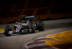 Red Bull apura el pulso por la pole a Mercedes