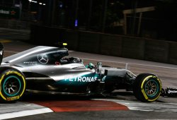 Rosberg celebra su bicentenario con una pole colosal