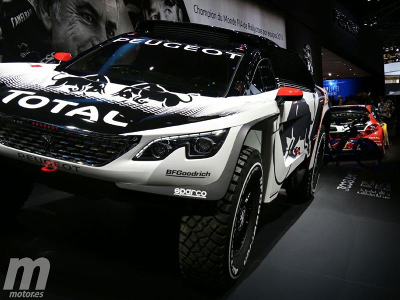 Peugeot Sport presume de 3008 DKR en París y Erfoud