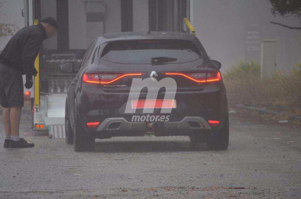 Cazada mula del Renault Megane RS 2018 con nueva salida de escape central