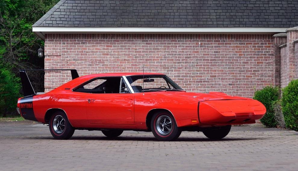Impecables Charger Daytona y Hemi Cuda en colección de raros muscle cars en venta