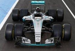 Hamilton y Rosberg se estrenarán con los Pirelli de 2017 la próxima semana