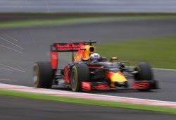 """Red Bull, insatisfecha con su clasificación: """"Estamos regalando tiempo por vuelta"""""""