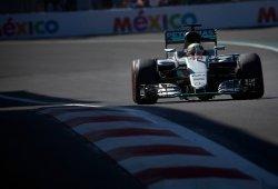 Hamilton retrasa el título de Rosberg con comodidad