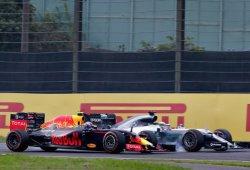 Verstappen acaba segundo tras un intenso duelo con Hamilton