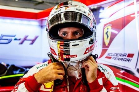 Vettel empieza en Austin reprendido y descontento