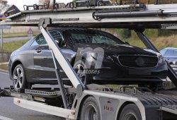 El nuevo Mercedes Clase E Coupé 2017 se deja ver más «ligero de ropa» que nunca