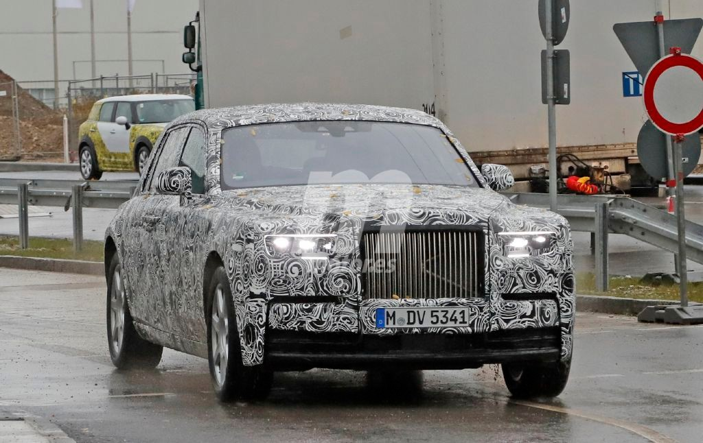 Rolls Royce Phantom 2018: cazamos por vez primera su interior