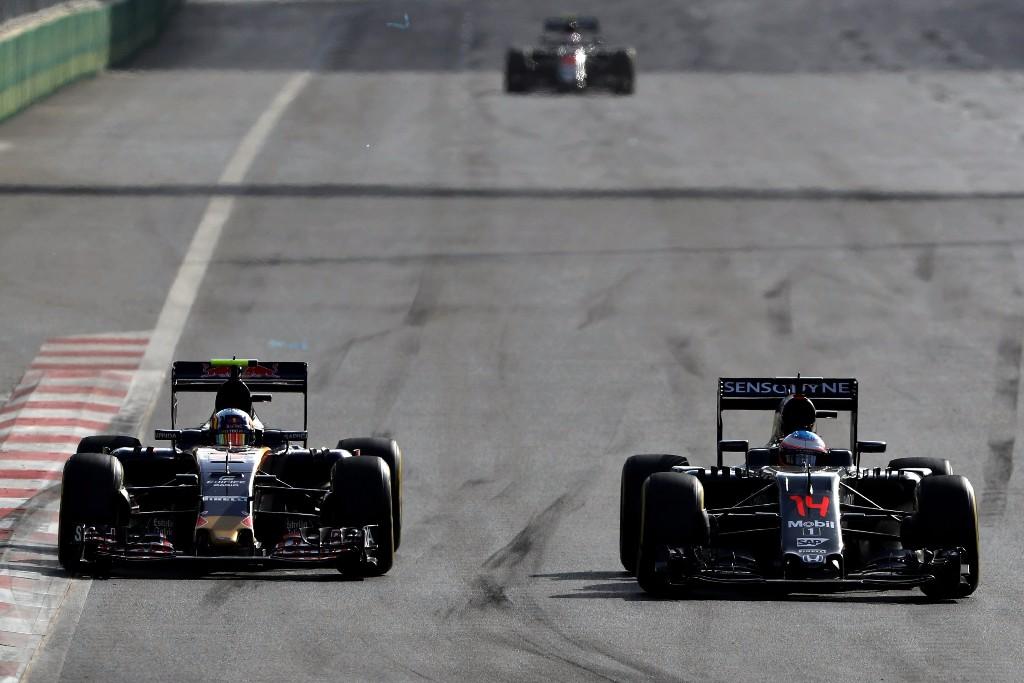 """Sainz: """"Todo el paddock cree que Alonso es uno de los mejores de la historia"""""""