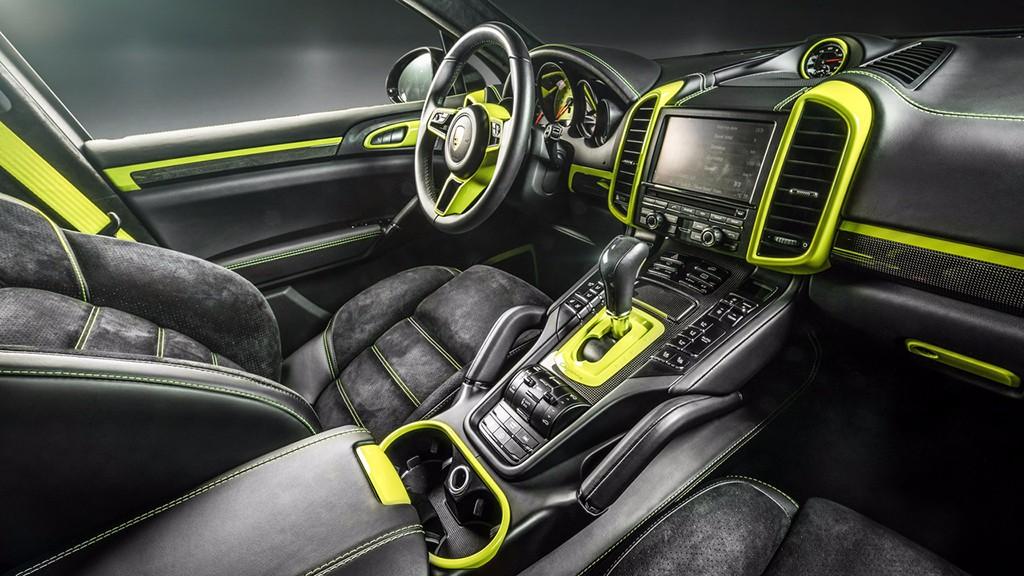 Carlex Design crea un interior poco discreto para un Porsche Cayenne S