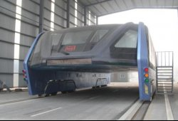 El enorme fiasco del futurista autobús elevado chino
