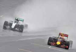 Mercedes será el rival a batir en 2017 según Ricciardo