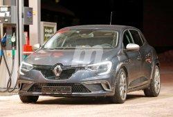Renault Mégane RS 2018: avistada una mula de pruebas con un Golf R en Suecia