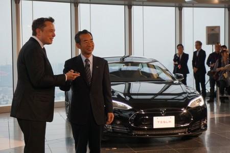 Para Tesla y Panasonic el futuro es usar baterías de smartphones en coches eléctricos