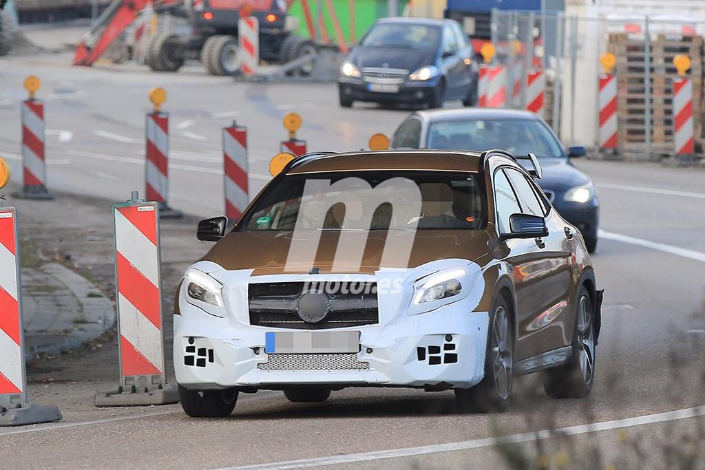 Mercedes AMG GLA 45 2017: Cazada la versión deportiva antes de la presentación