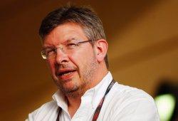 Brawn alaba a Ecclestone pero lo tiene claro: tres mejor que uno