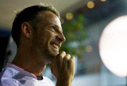 Button cree que el nuevo reglamento beneficia a Mercedes