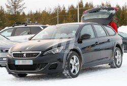 ¿Qué esconde esta extraña mula de pruebas disfrazada de Peugeot 308 SW?