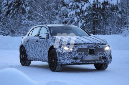 Mercedes cazada probando el chasis de la segunda generación del GLA
