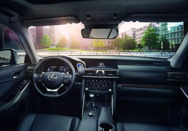 Lexus IS 2017 - interior