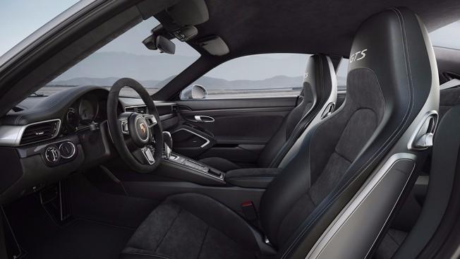 Porsche 911 GTS 2017 - interior