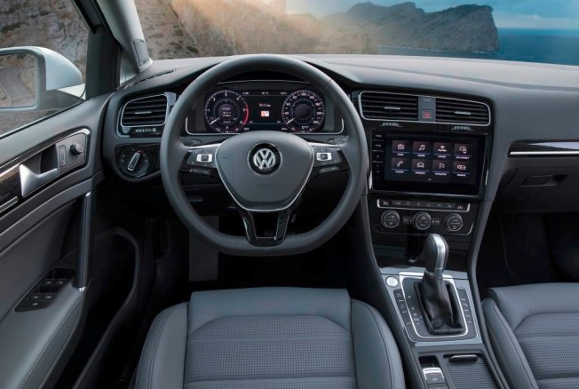 Volkswagen Golf 2017 - interior