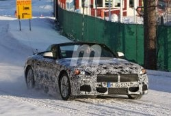 El BMW Z5 Roadster 2018 se descapota en mitad de una carretera nevada