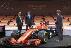 """Boullier junto al nuevo McLaren MCL32: """"Puedo decir que volveremos a ganar"""""""