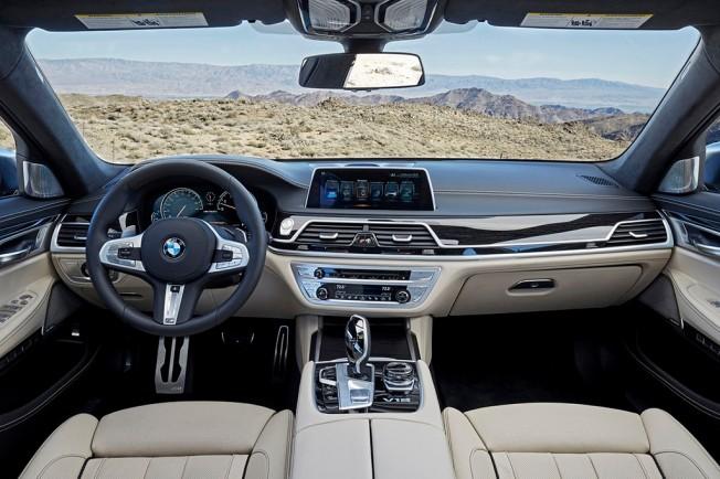 BMW M760Li xDrive 2017 - interior
