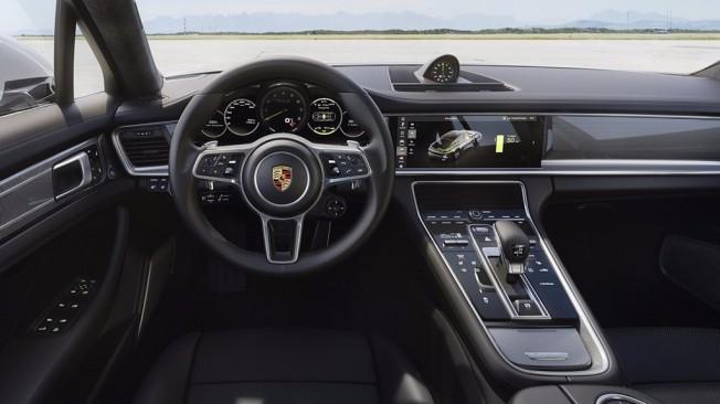 Porsche Panamera Turbo S E-Hybrid 2017 - interior