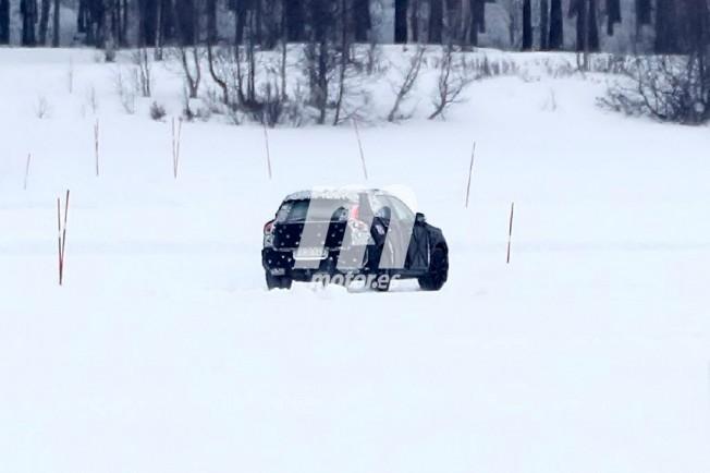 Volvo XC40 2018 - foto espía