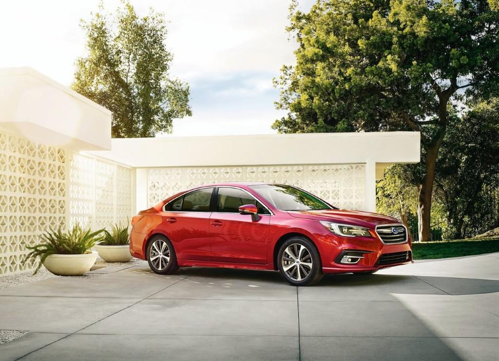 Subaru Legacy 2018: ligera actualización estética con muchas novedades técnicas