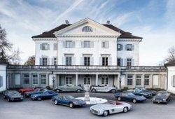 Aparece una colección de deportivos clásicos en un castillo de Suiza