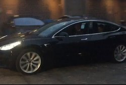 Tesla Model 3: vídeo de uno de los últimos prototipos rodando