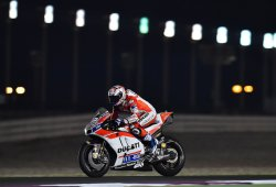 Dovizioso y Ducati mandan en el inicio del test MotoGP en Qatar